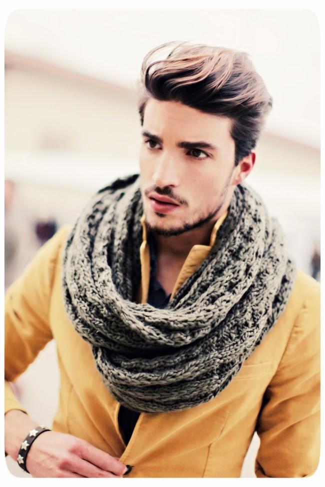homens de lenço
