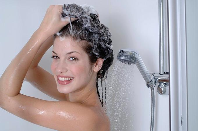 aplicar-shampoo